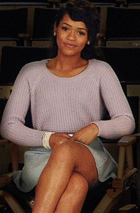 TAYLOR RUSSELL PHOTO GALLERY #01